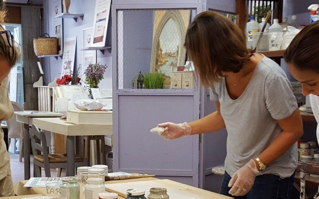Clase para aprender a pintar muebles: una experiencia gratificante