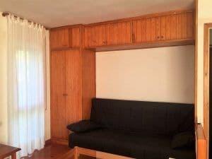 Muebles de pino en buen estado pero aburridos de color